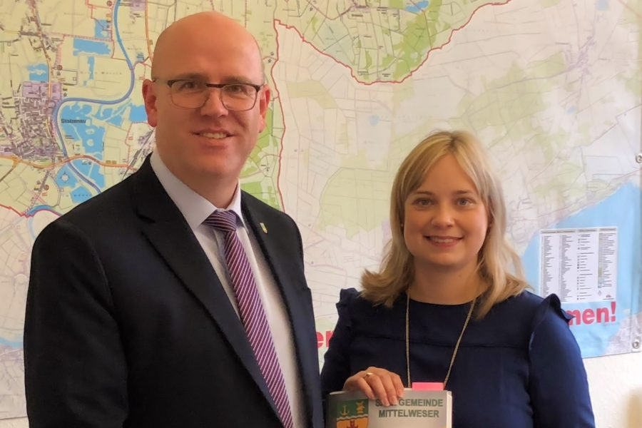 Bürgermeister Beckmeyer und Bundestagsabgeordnete Marja-Liisa Völlers